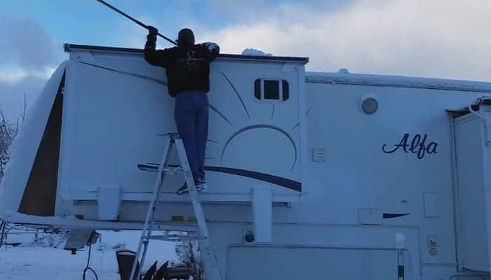 How to Regularly Clean Fiberglass RV Siding and Deal with Oxidation